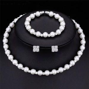 Jewelry - Faux pearl jewelry set